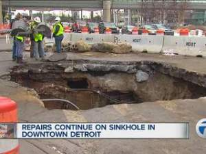 Sinkhole_on_Jefferson_Ave__1262800002_20140120130642_320_240